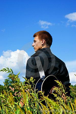 ragazzo-con-la-chitarra-15751765
